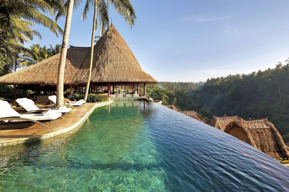 Le pi spettacolari piscine infinity in hotel for Piscine w barcelone