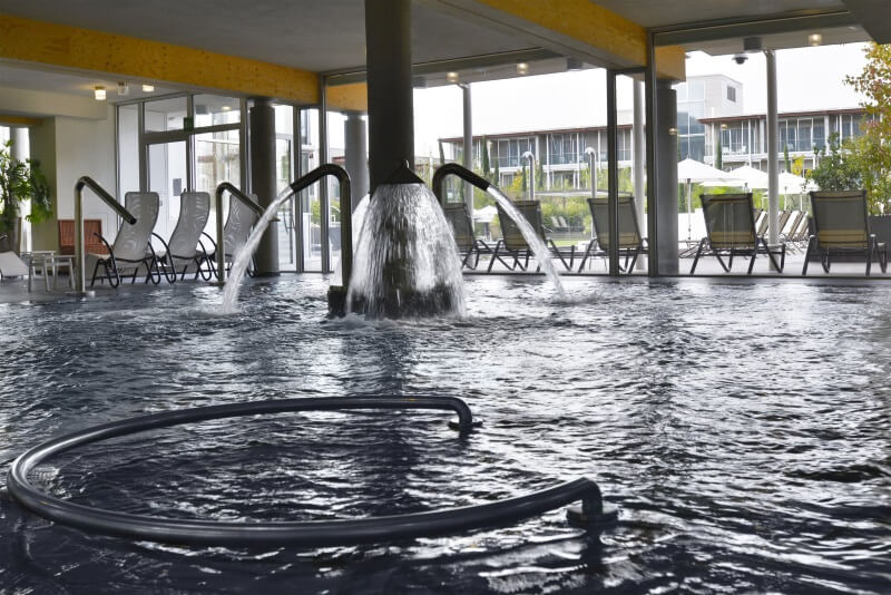 Hotel con spa sul lago di garda sceltipervoi - Hotel lago di garda con piscina ...