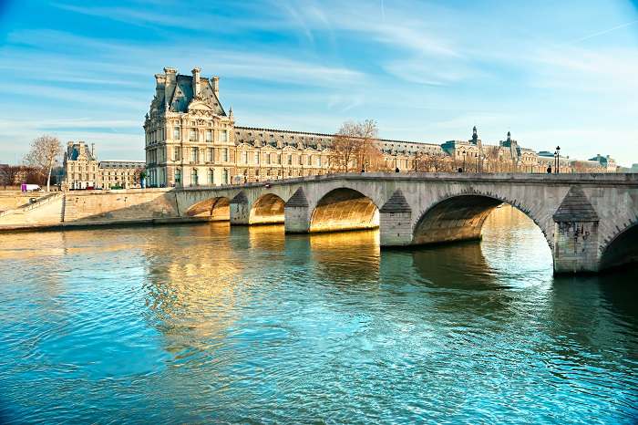 Louvre Museum and Pont du Carousel, Paris. © MasterLu - Fotolia
