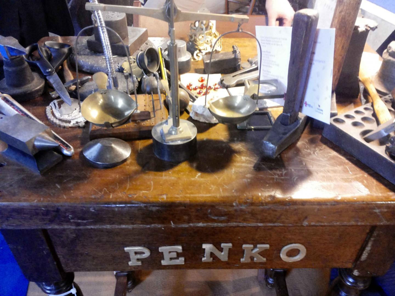 La bottega artigiana di Penko, storica oreficeria di Ponte Vecchio a Firenze.