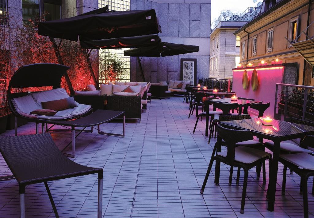 L 39 aperitivo a milano va in scena nei migliori hotel della for Grey hotel milano