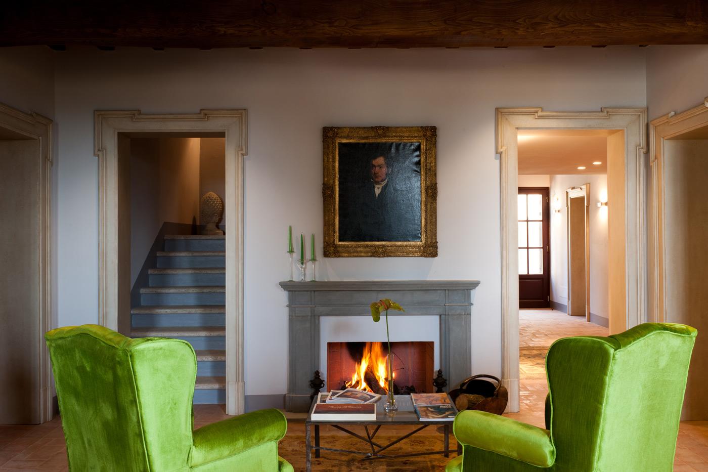 La hall di Villa Armena, un calice di brunello è qui d'obbligo!