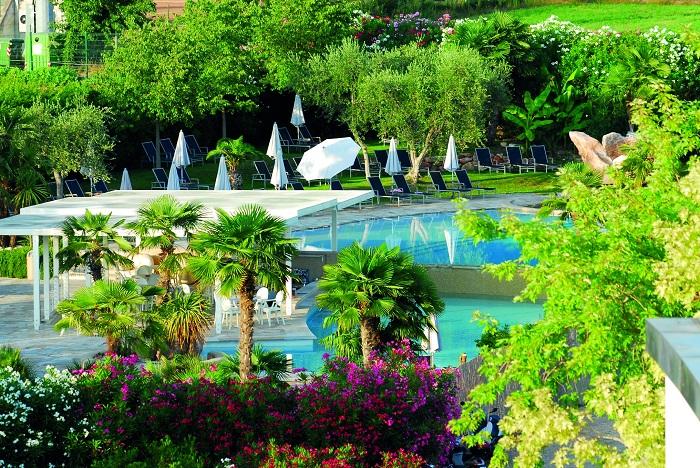 Color Hotel Spettacolare Hotel Design Sul Lago Di Garda