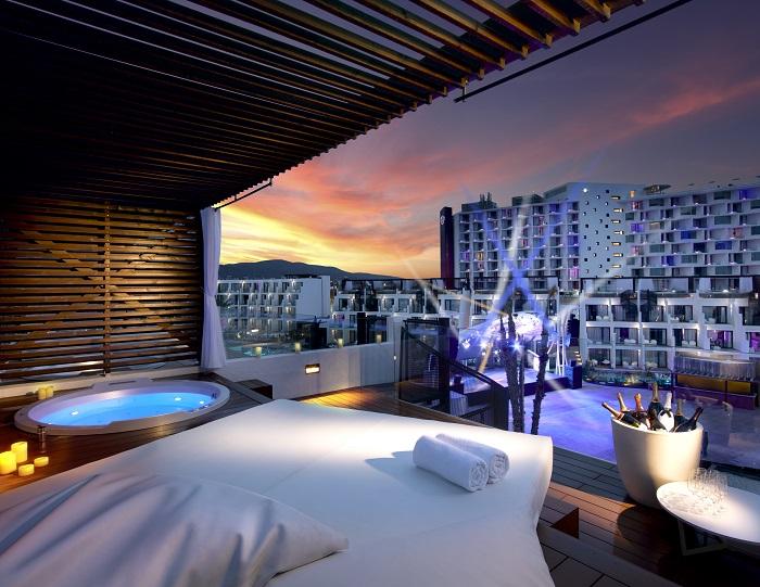 Rock Stra Platinum terrace - Hard Rock Hotel Ibiza