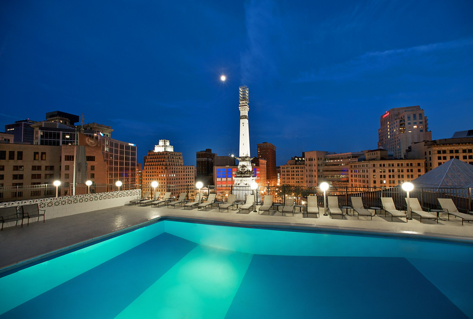 Hotels with pools Sheraton Indianapolis