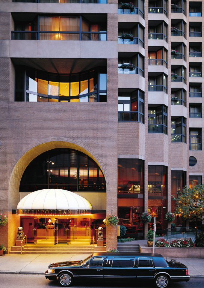 Vancouver luxury hotels-exterior-entrance-Metropolitan-hotel