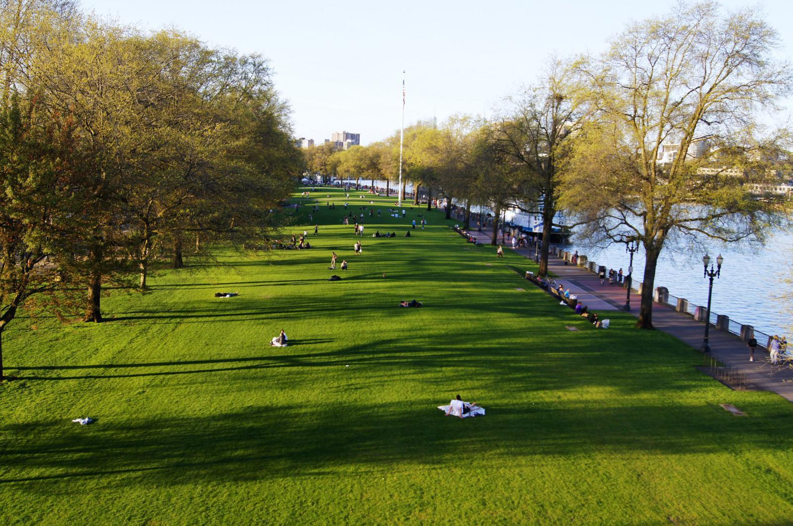 Waterfront Park from Morrison bridge