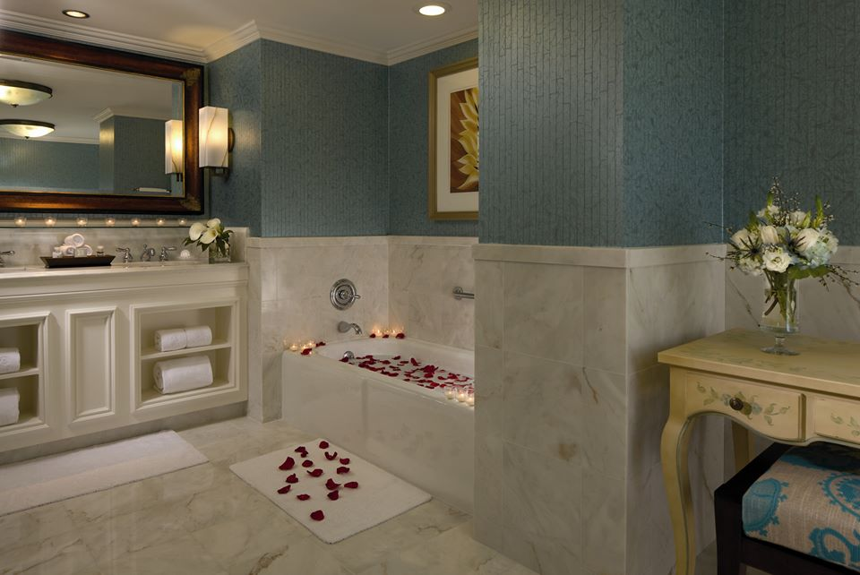 Bubble bath in the Ritz's executive suite