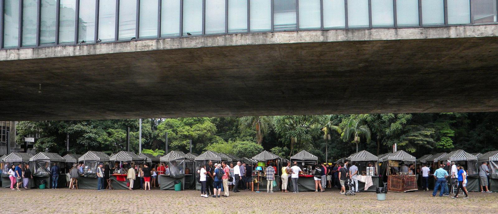 Arts and crafts market at MASP