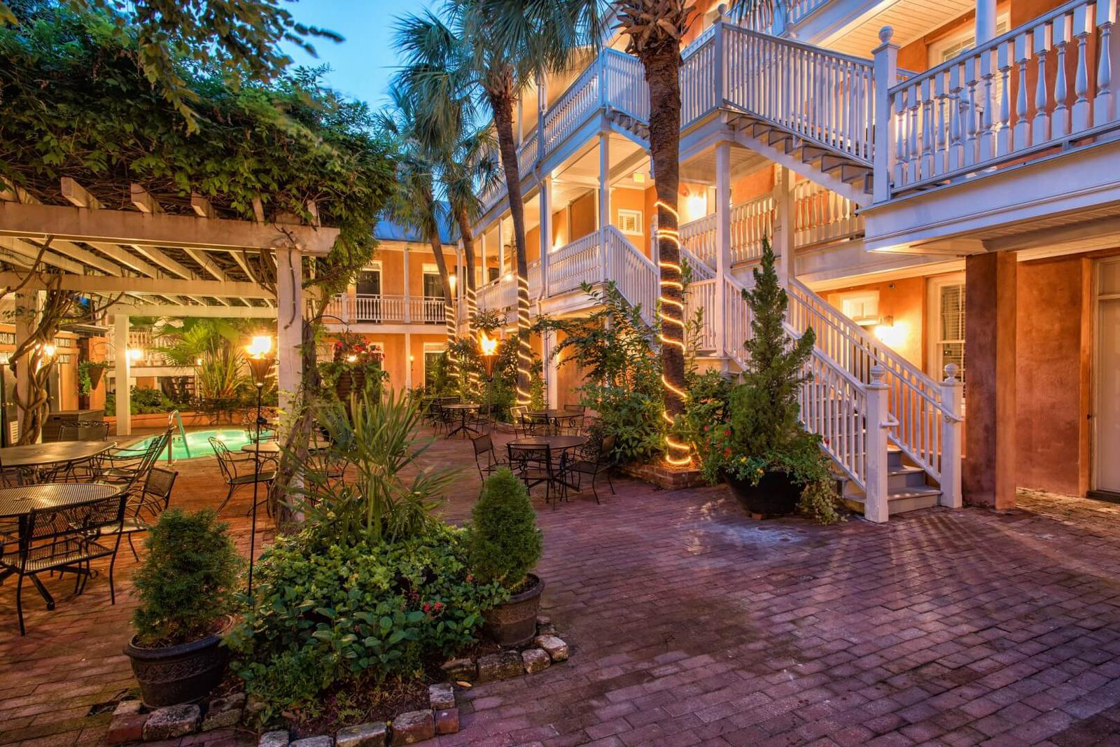 Courtyard hotels Charleston