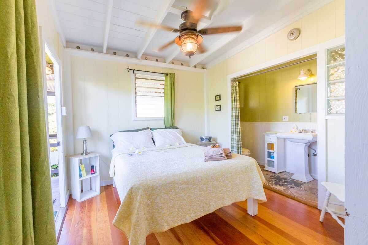Hotels near Paia Bay