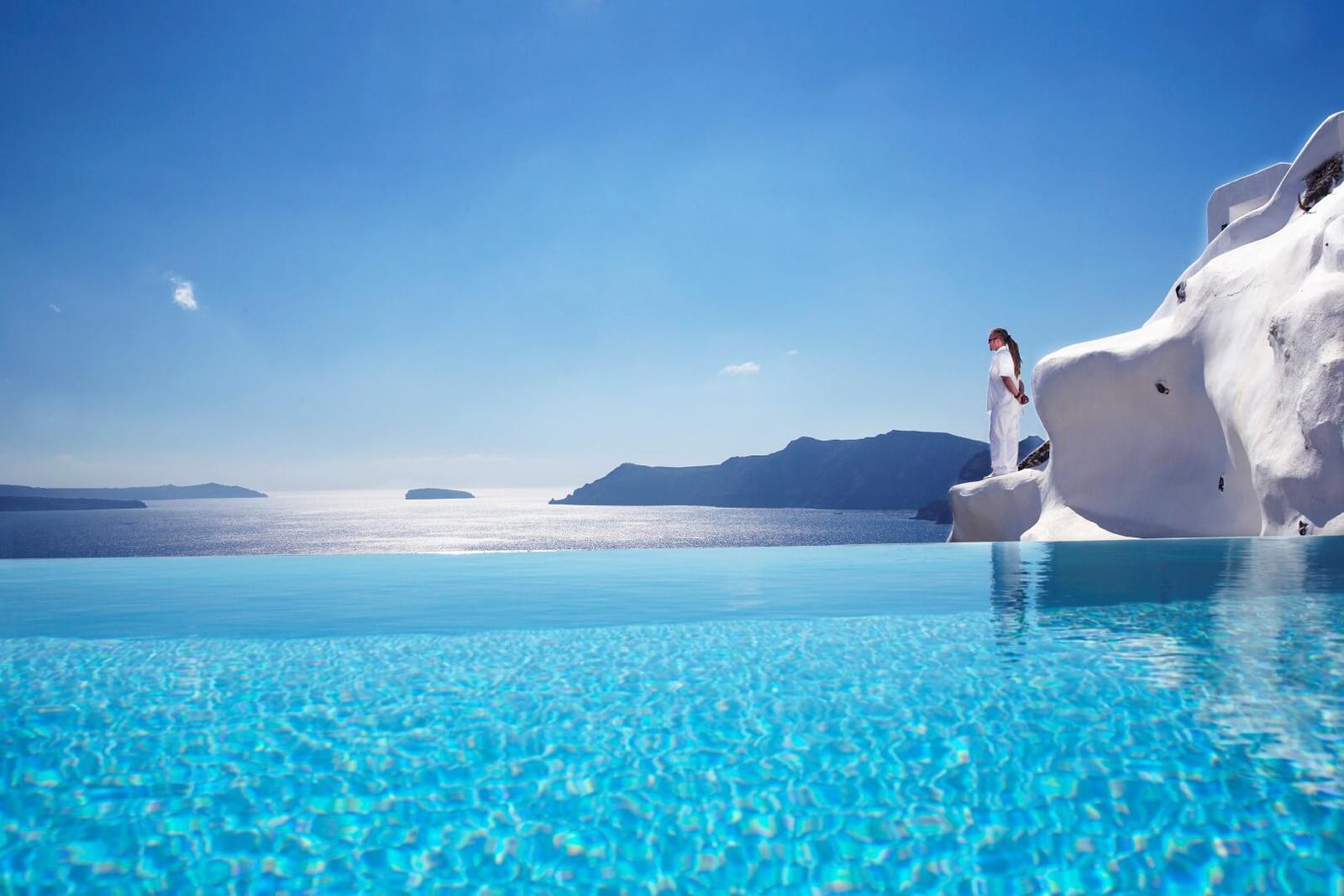 Las 8 piscinas de hotel m s impresionantes de grecia for Hoteles con piscina