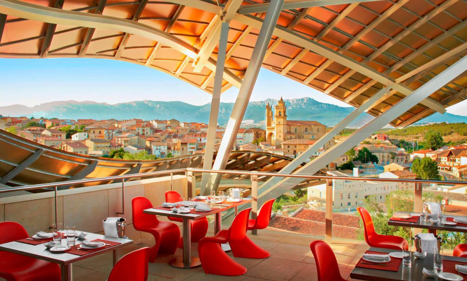 Los 10 mejores hoteles enol gicos en espa a de 2012 for Hotel marques de riscal
