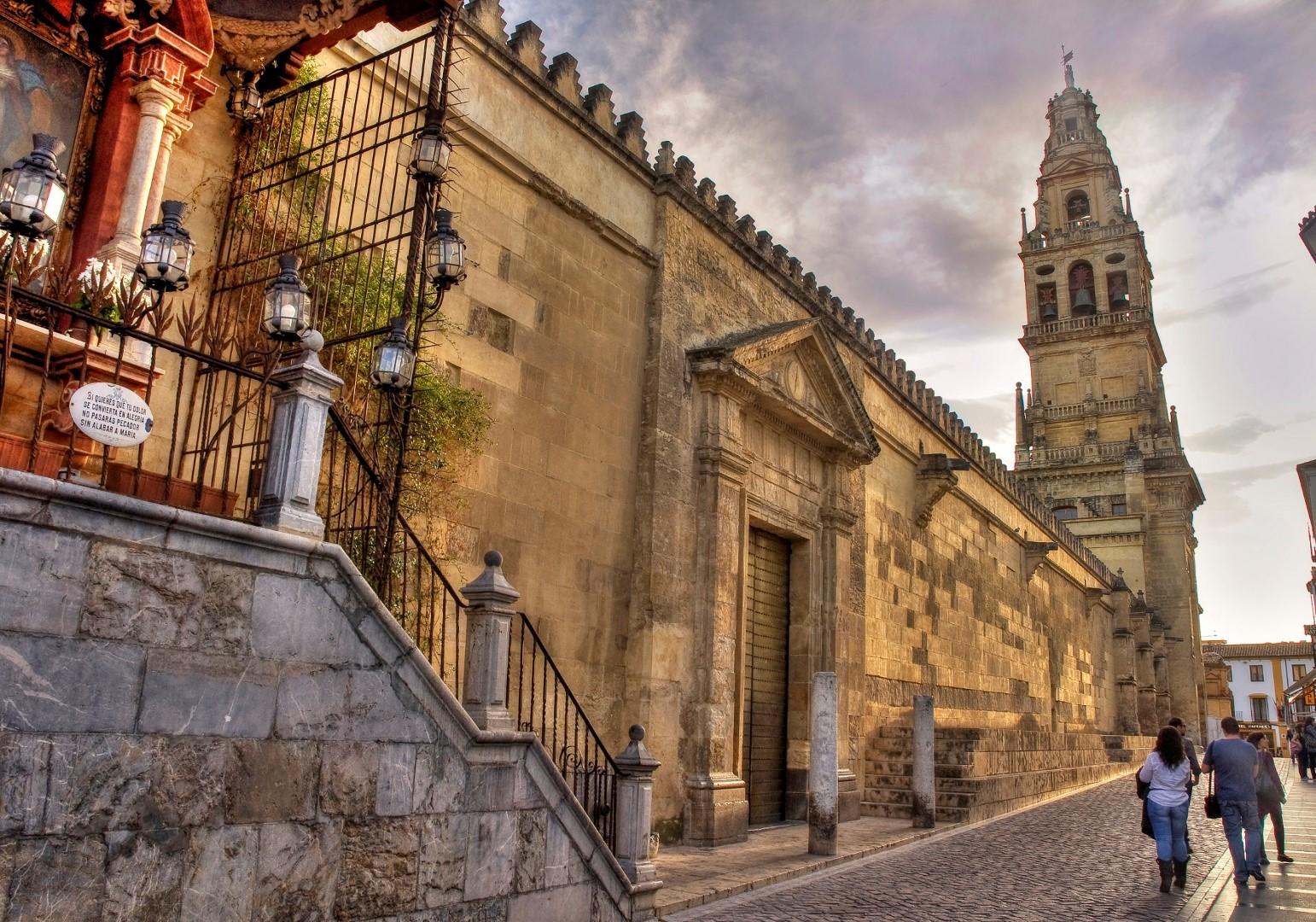 Los mejores hoteles de las 13 ciudades patrimonio de la for Ver mitele fuera de espana