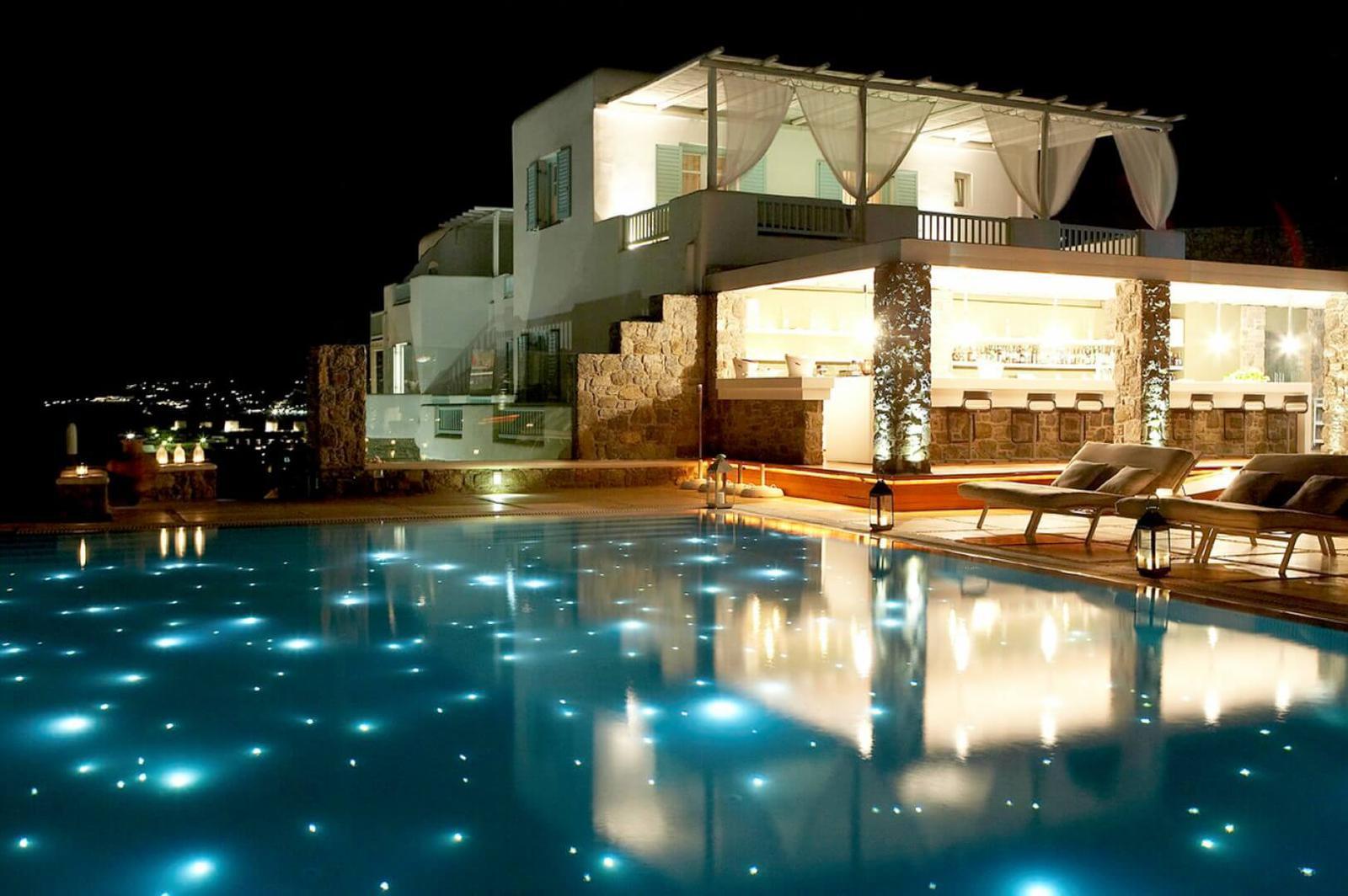 Las 8 piscinas de hotel m s impresionantes de grecia for Hoteles en o grove con piscina