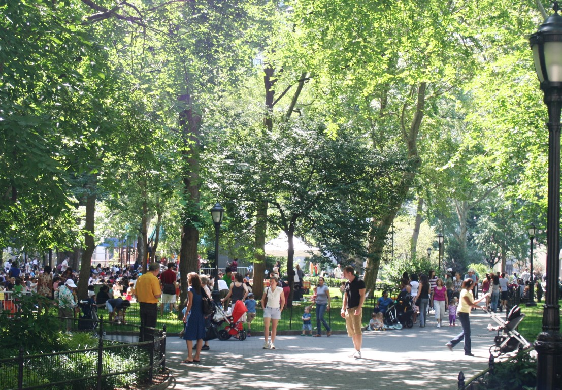 Madison_Square_Park_on_a_summer_morning (Medium)