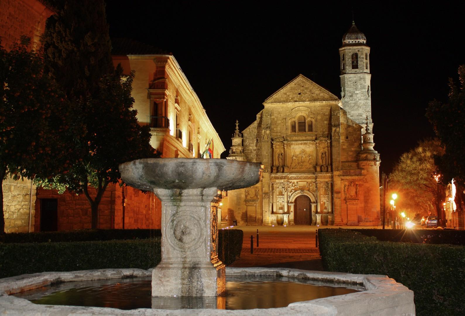 pueblos andaluces con encanto Vista nocturna plaza Vazquez de Molina, Ubeda