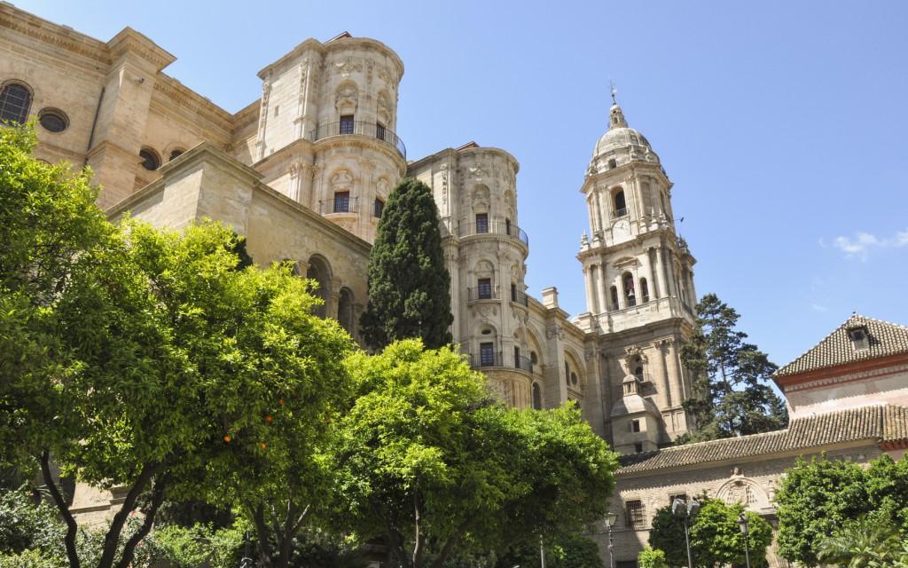 foto del centro de málaga y catedral