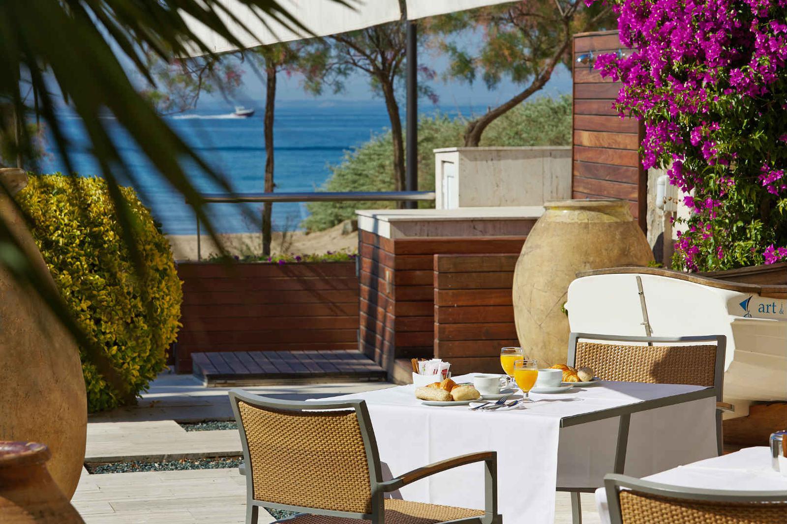 Terraza con vistas al mar en hotel Terraza en Roses, Costa Brava