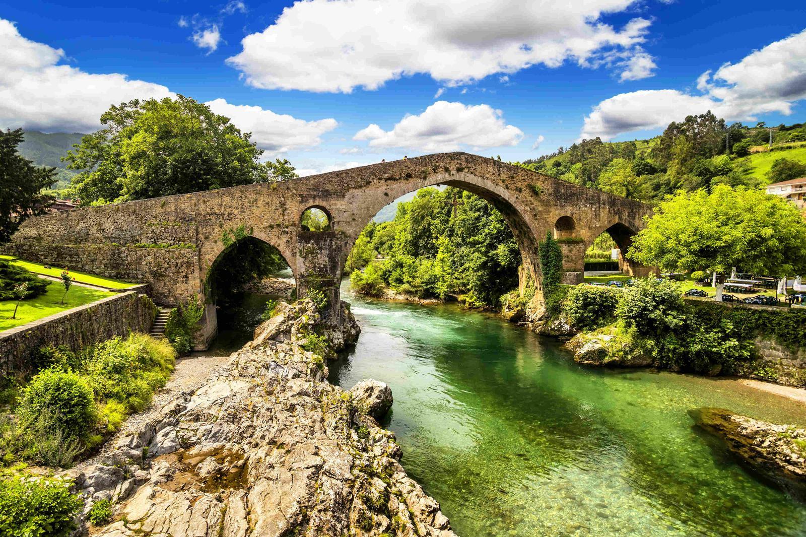 Puente en Cangas de Onís, Asturias,.