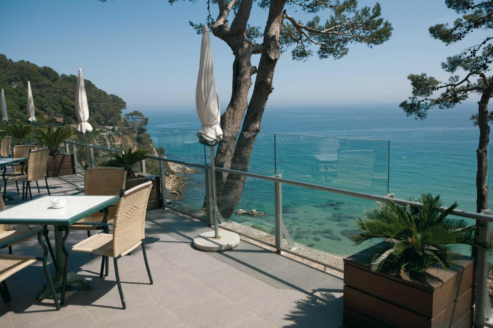 Terraza con vistas en Hotel Santa Marta en Costa Brava