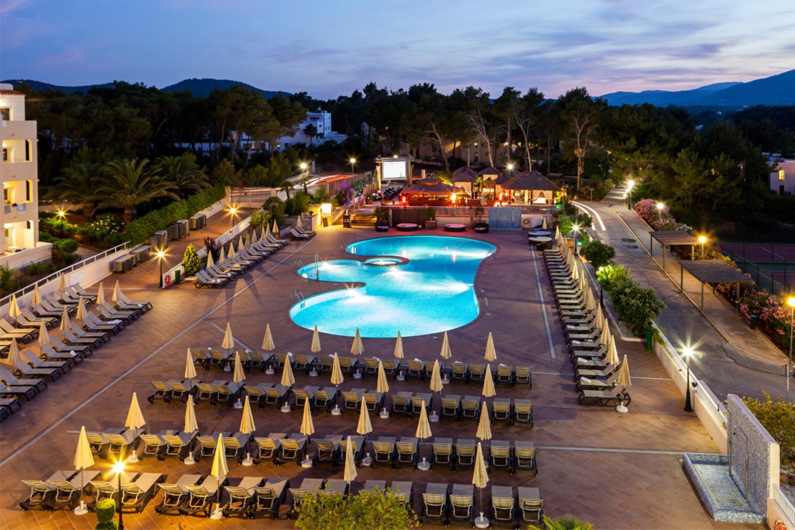 hoteles playa ibiza ZONA PARA ADULTOS (Large)