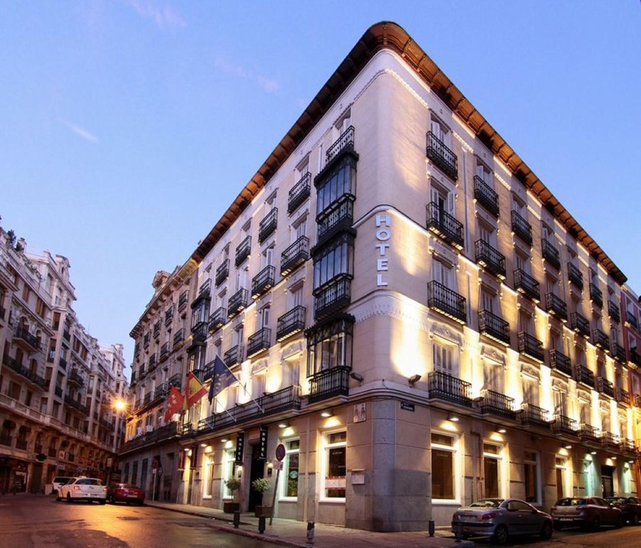 Fachada del Hotel Lusso Infantas en Madrid