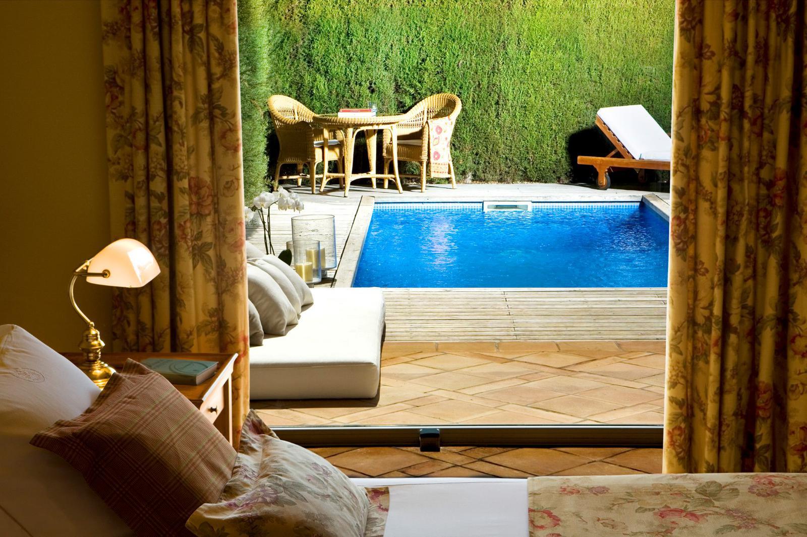 7 habitaciones de hotel con piscina privada for Hoteles con habitaciones familiares en espana