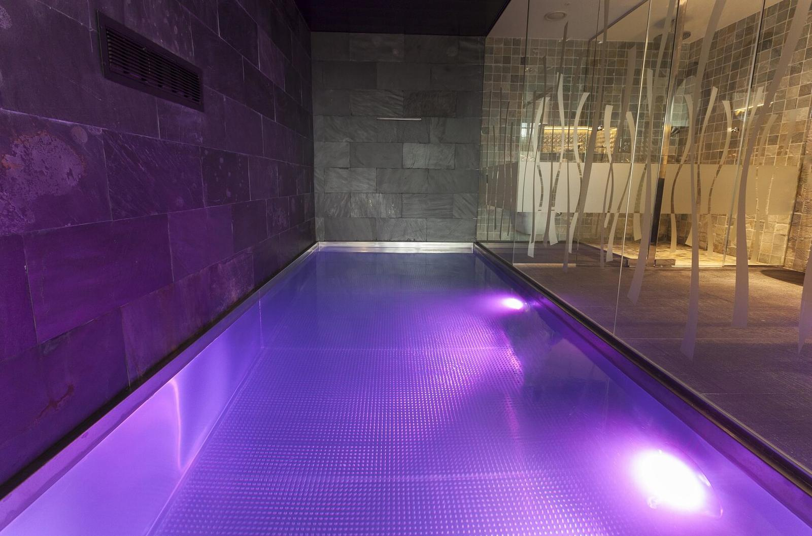 7 habitaciones de hotel con piscina privada for Hotel piscina habitacion