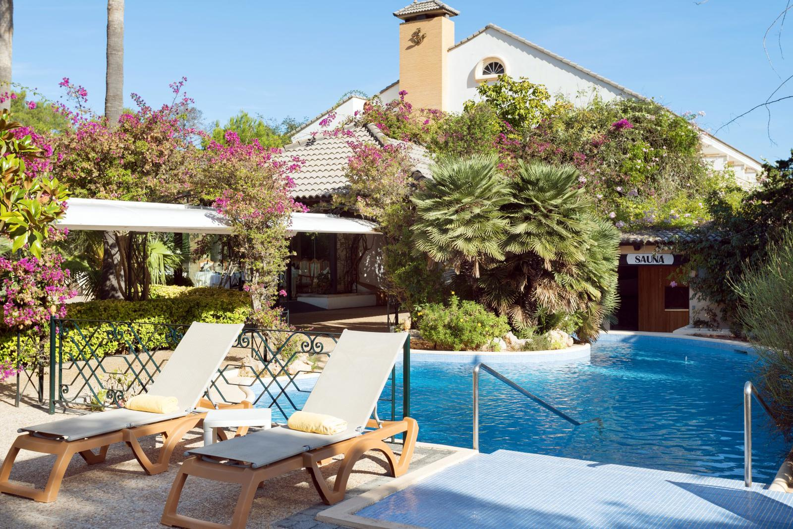 hoteles de playa Terraza en hotel La Moraleja en Pollensa, Mallorca