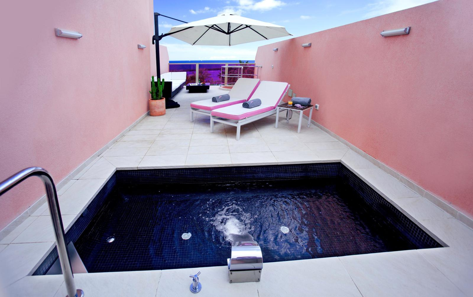 7 habitaciones de hotel con piscina privada for Casa con piscina tenerife