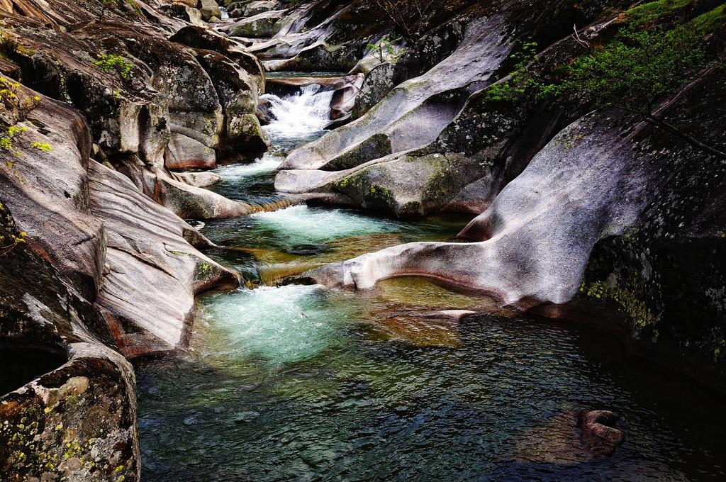 Las mejores piscinas naturales de espa a for Piscinas naturales rio malo