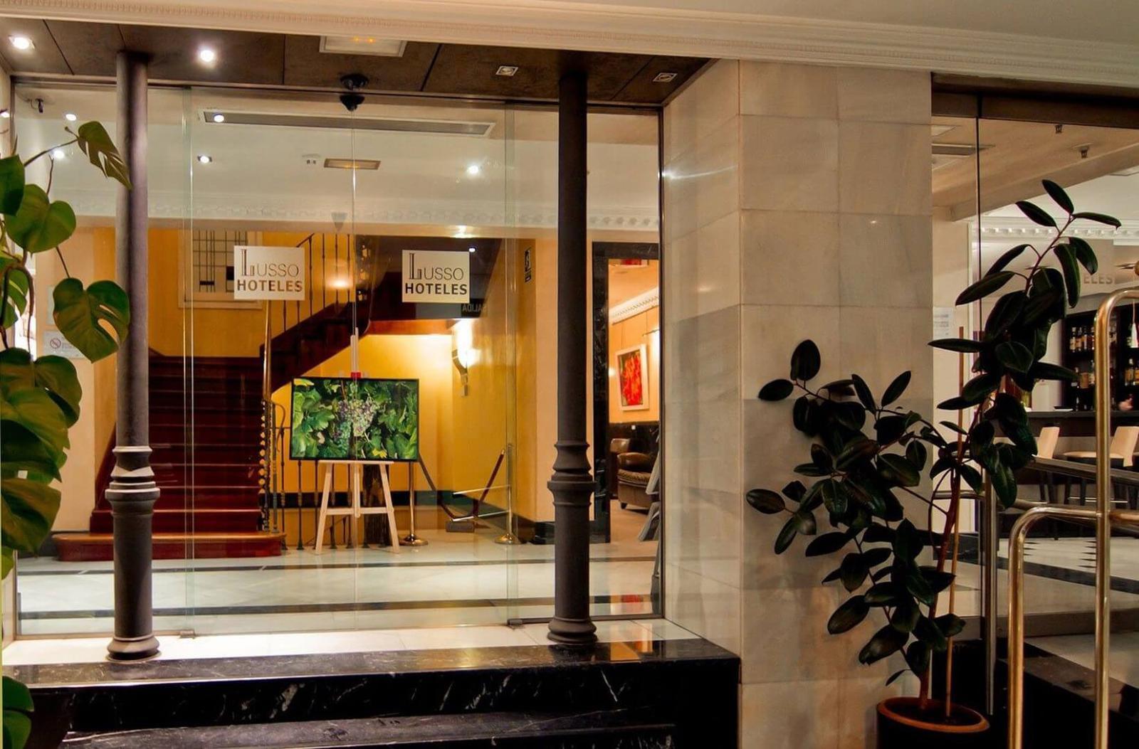 Hotel Lusso Infantes - Puerta Principal