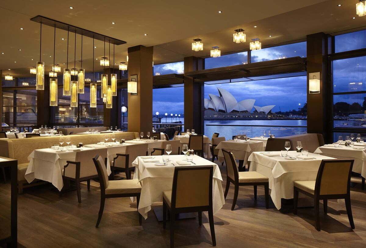 Top 9 a list celebrity hotels from around the world for Best hotel dining rooms