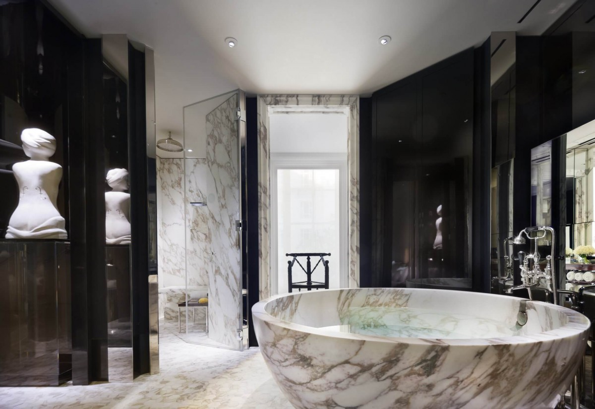 Hotels with luxury bathrooms uk - The Rosewood London Bathroom