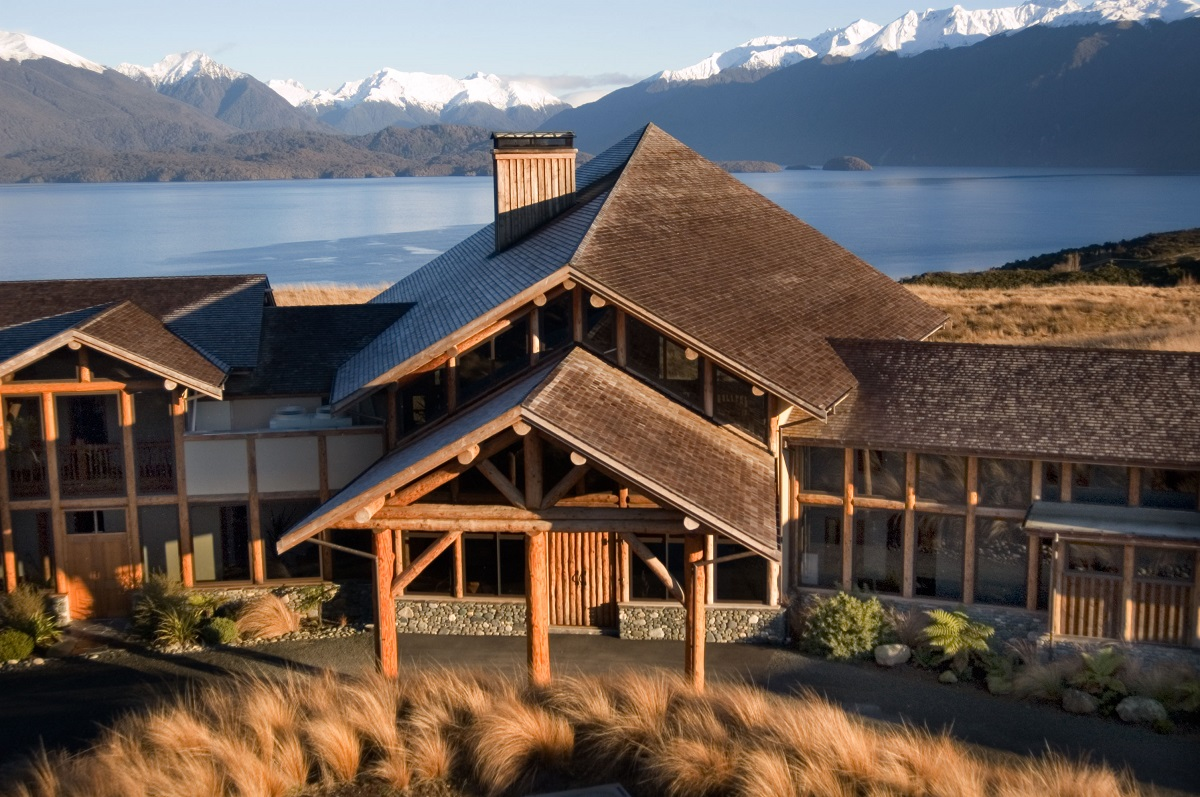 hoteles para senderistas-fiordland fachada