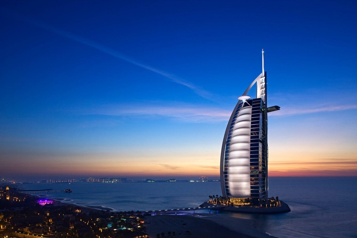 Back to the future day eight futuristic hotels for Best hotels in dubai 2015