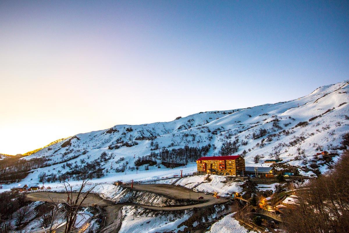 Vista do Hotel Alto Nevados, no Chile.