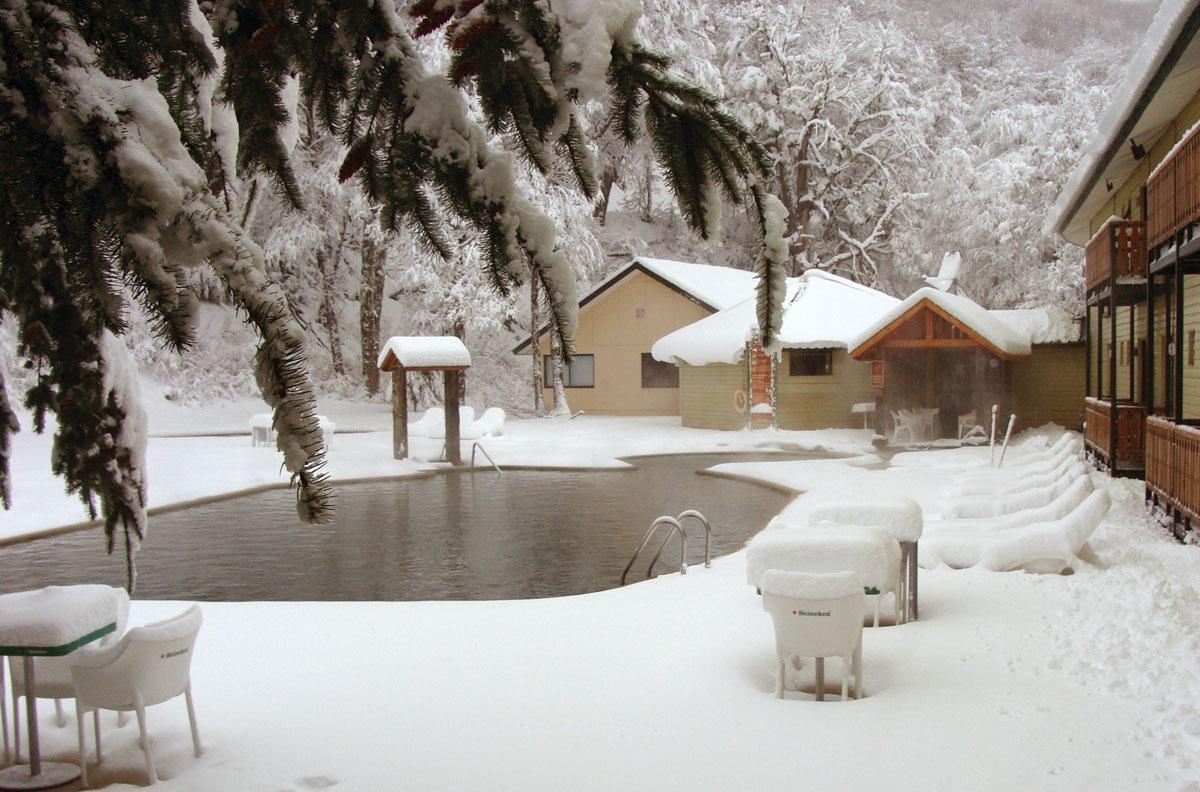 Piscina externa do Hotel Nevados, Chile.