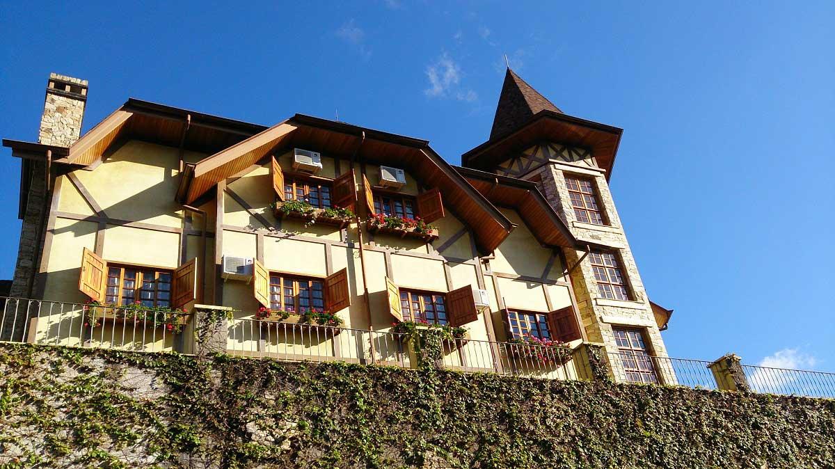 Fachada - hotel Le Renard - Campos do Jordão
