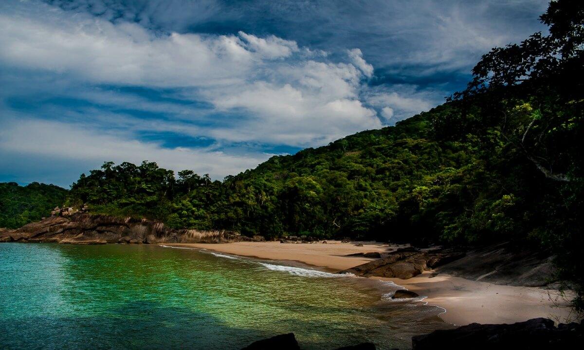 Antiguinhos é uma praia deserta perto da Praia do Sono em Paraty. Foto: © André Azevedo / Secretaria de Turismo Paraty