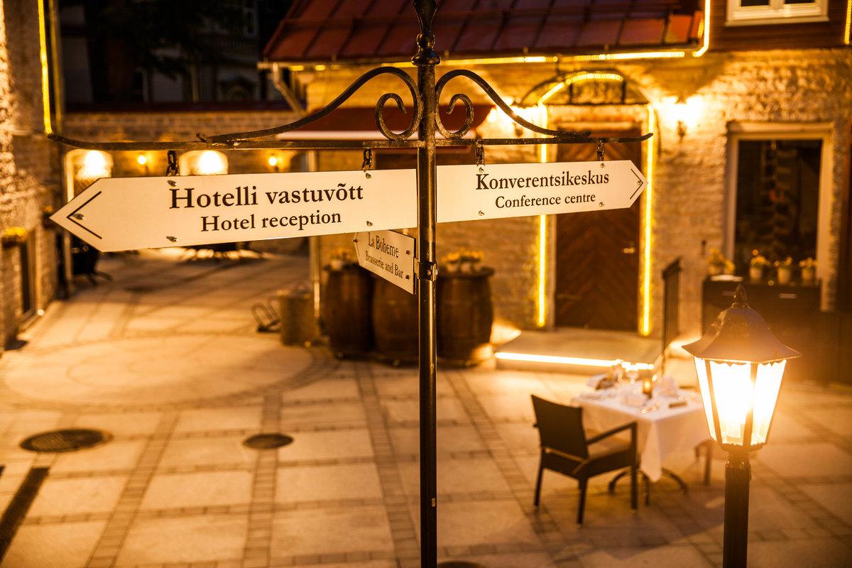 Hotelli von Stackelbergin sisäpiha