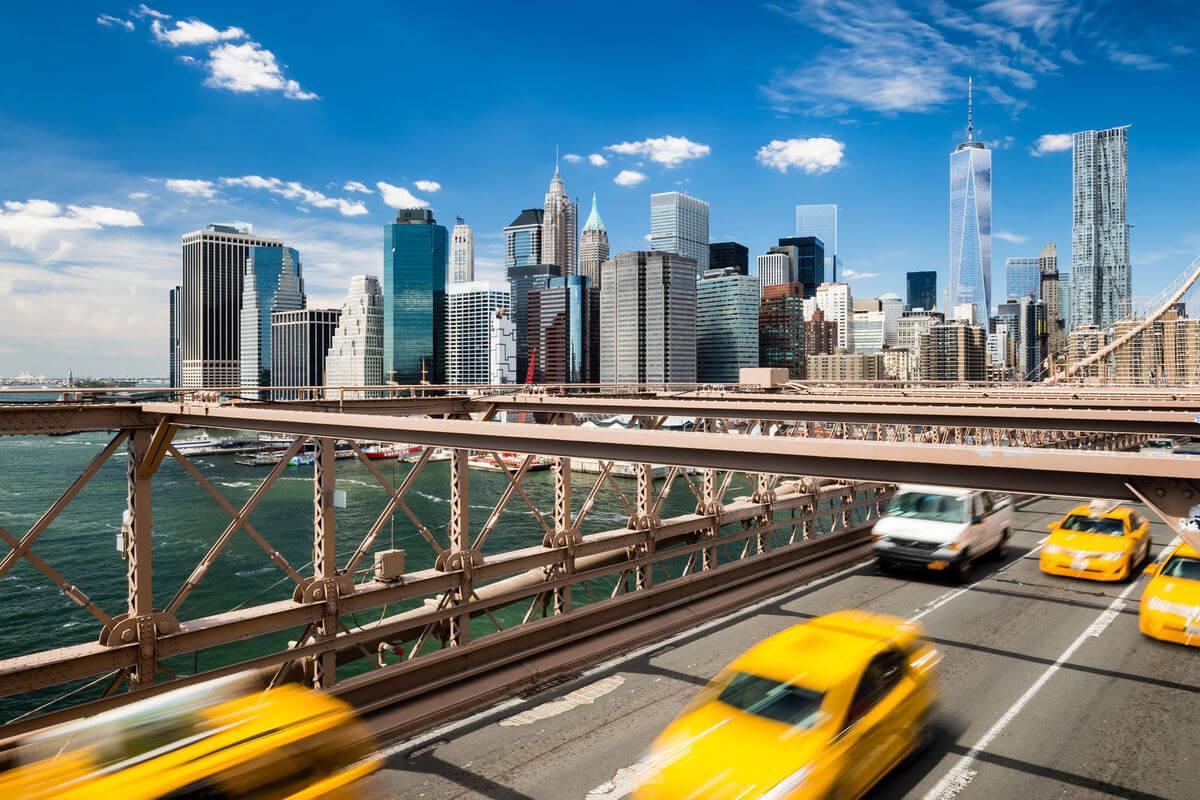 new-york-brooklyn-bridge-taxi