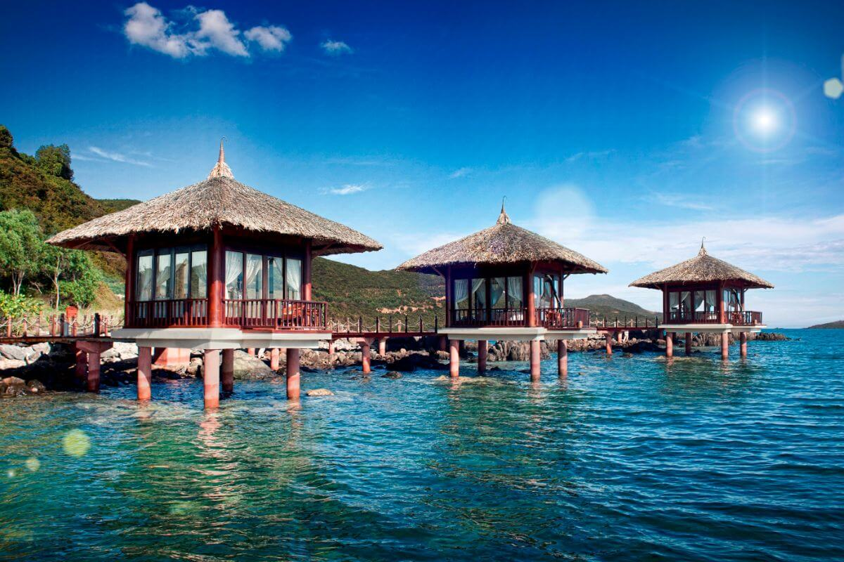 The best overwater villas from around the world room5 for Luxury hotels all over the world