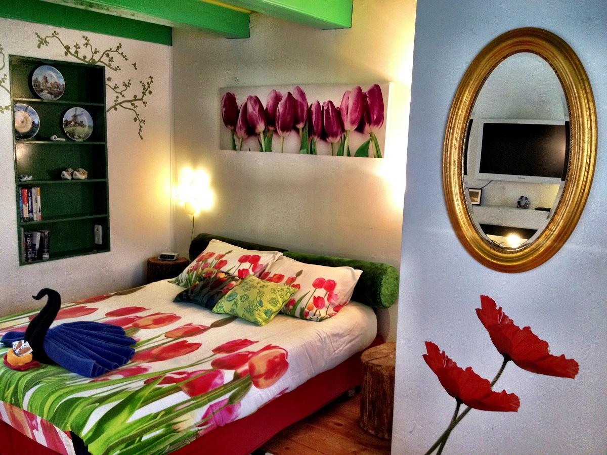 K1 Bed & Mirror