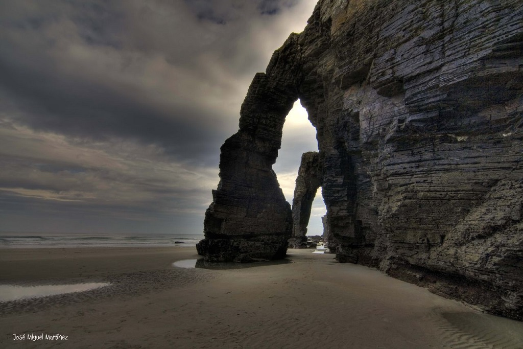 Arches de pierre de la Playa de las Catedrales en fin de journée