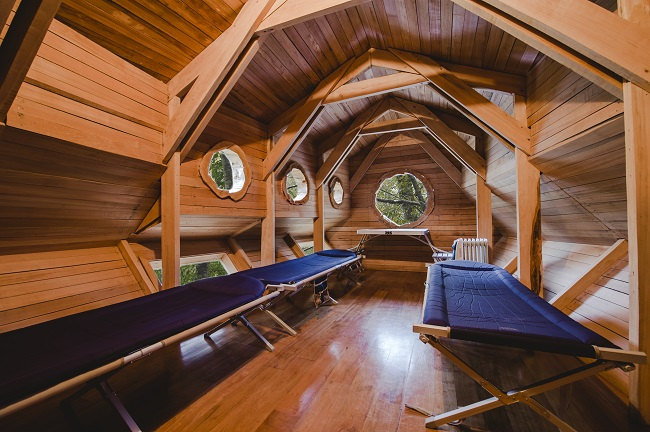 Intérieur d'une des cabanes du Canopy Village