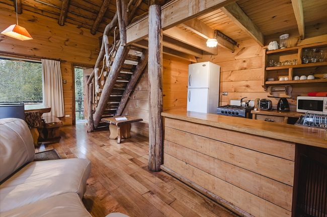 Intérieur de la cabane pour 6 personnes de la Réserve Huilo Huilo