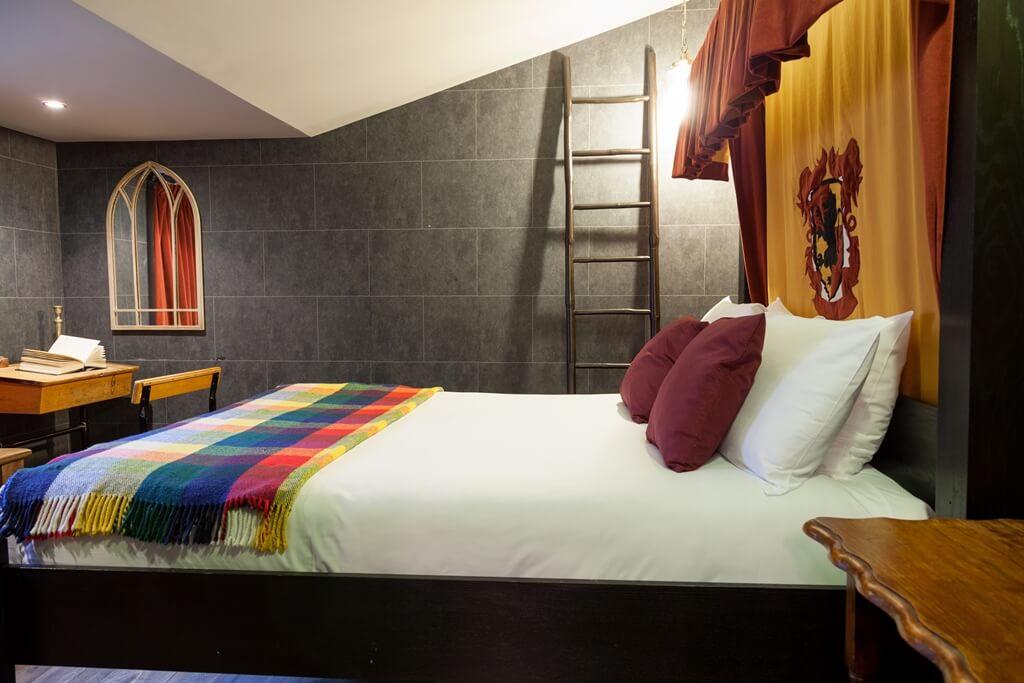 une chambre harry potter dans un h tel de londres. Black Bedroom Furniture Sets. Home Design Ideas