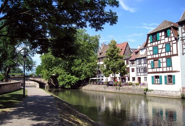 Journée ensoleillée sur un canal du quartier La Petite France à Strasbourg © KRISS_ via Flickr